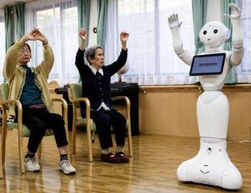 robots que se utilizan en japón para cuidar ancianos dentro de la robótica social