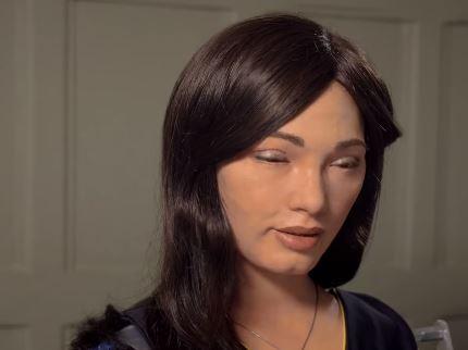 Ai-DA, la robot humanoide que pinta cuadros